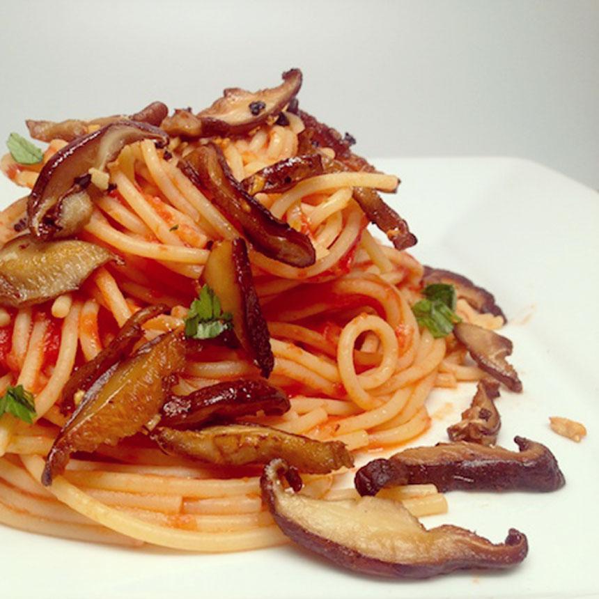espaguete-al-dente-com-shiitake-nayumi-cogumelos